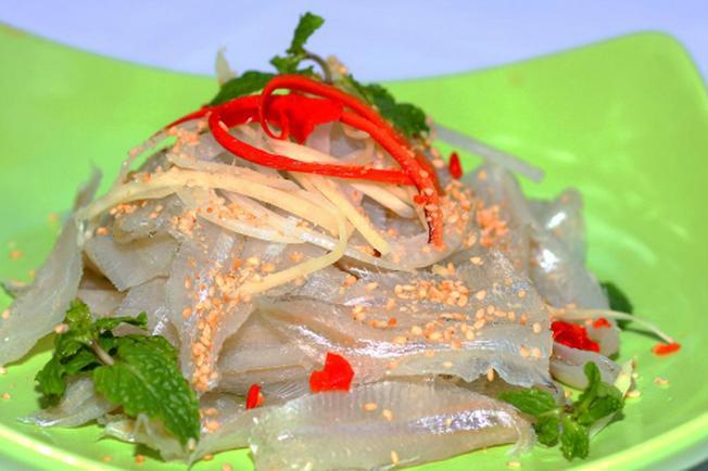 Một đĩa gỏi cá mai có đủ các màu sắc vô cùng hấp dẫn thực khách