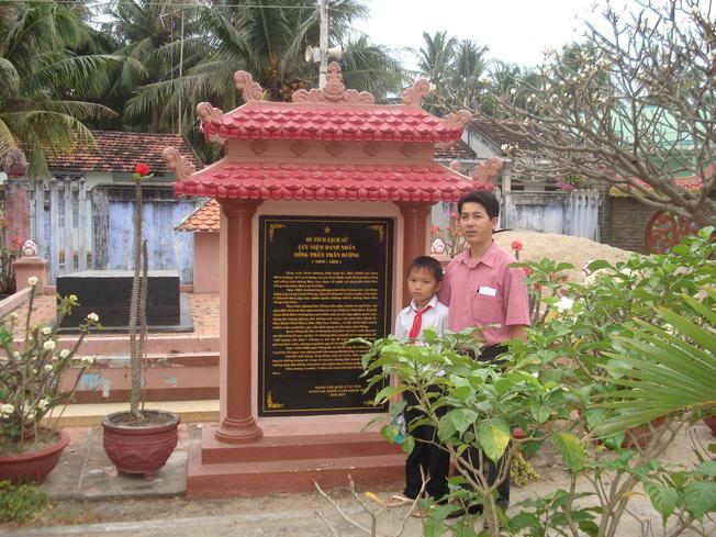 Bia đá tưởng niệm tổng trấn