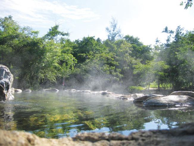Suối nước nóng Trường Xuân vừa có khung cảnh nên thơ vừa là nơi thư giãn và nghỉ dưỡng lý tưởng