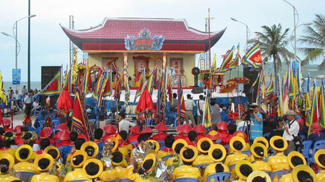 Lễ hội Cá Voi là lễ hội Nha Trang nổi tiếng được nhiều người biết đến