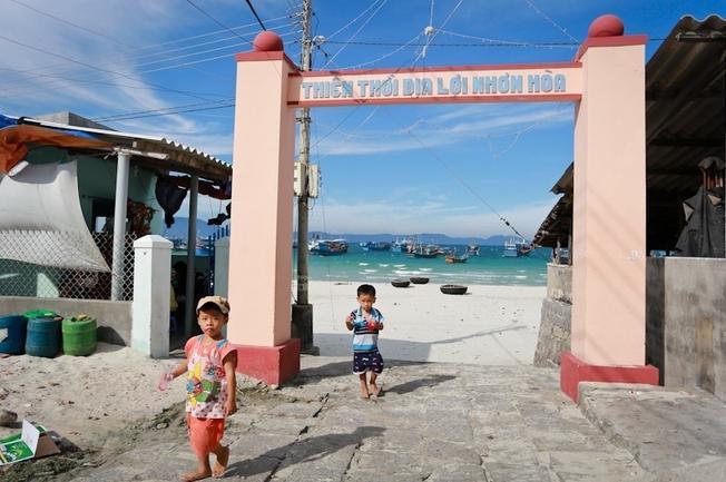 Chiếc cổng làng nhỏ nhắn mang nhiều ý nghĩa