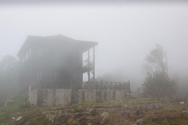 Sương mù bao phủ Hòn Bà quanh năm