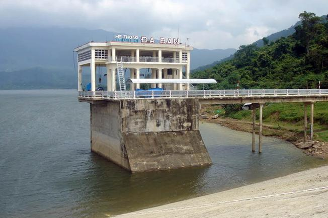 Hệ thống thủy lợi trên hồ Đá Bàn