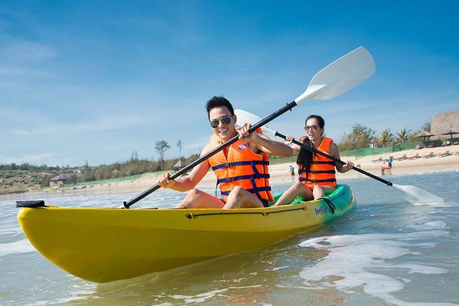 Thuyền kayak là phương tiện thú vị để bạn khám phá vùng biển Đà Nẵng