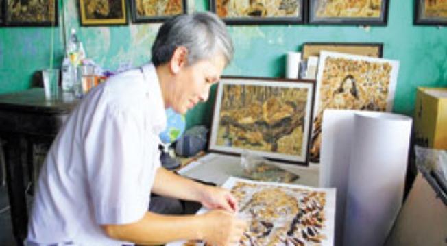 Nghệ sĩ Ngọc Đạt với niềm đam mê tranh lông gà