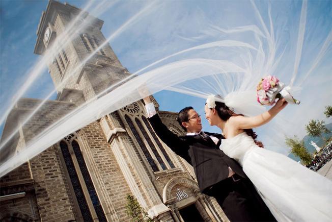 Nhà thờ đá Nha Trang là địa điểm chụp ảnh cưới đẹp