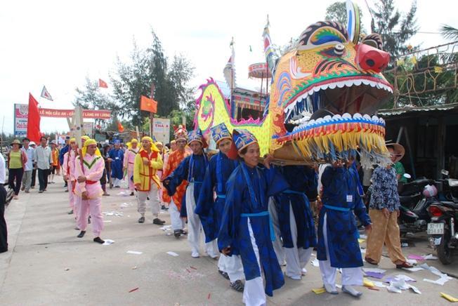 Lễ hội Long Chu trừ ôn, tống dịch của dân ven biển Hội An
