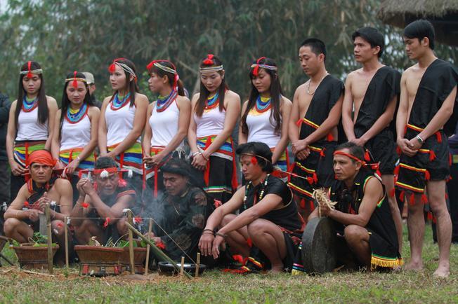 Nghi lễ cầu mưa của người Cor tại huyện Bắc Trà My