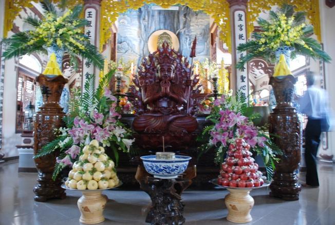 Chánh điện Chùa Phong Linh