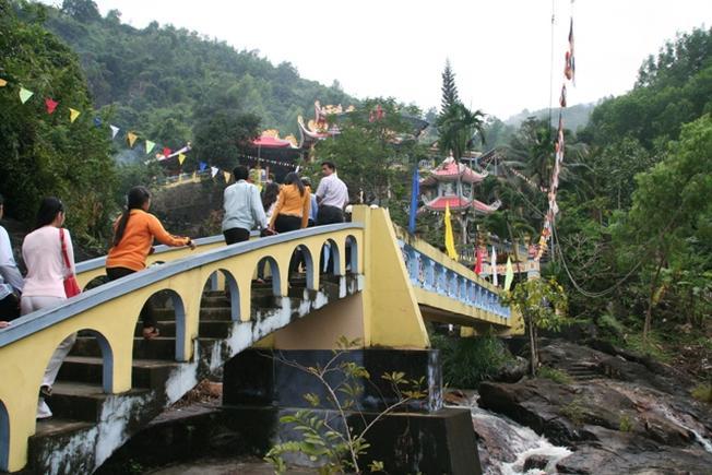 Chùa Suối Đỗ là là nơi tâm linh nổi tiếng của Nha Trang