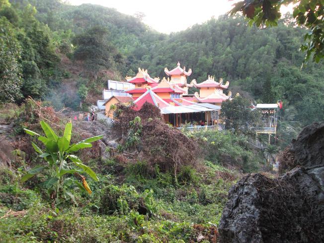 Toàn cảnh chùa Suối Đỗ