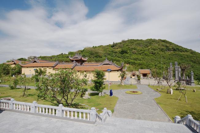 Quang cảnh chùa Trúc Lâm