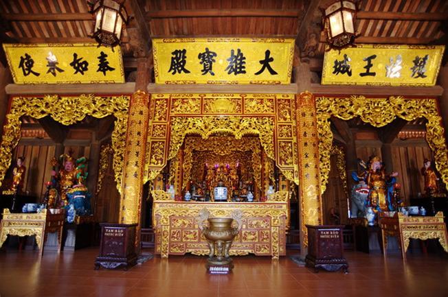 Chánh điện chùa Trúc Lâm