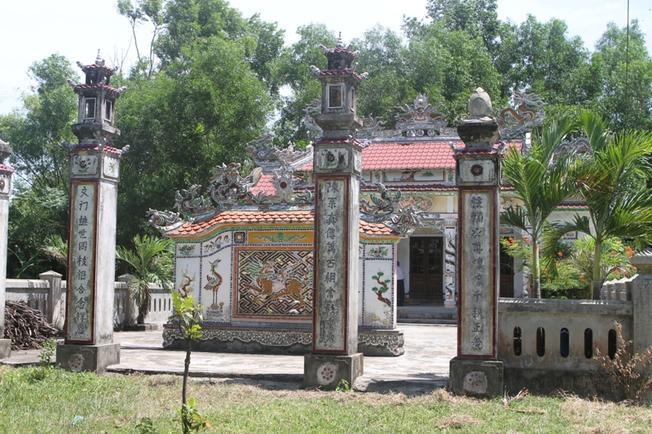 Toàn cảnh khu nhà thờ tộc Trần nhìn từ xa