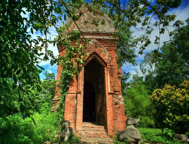 Cận cảnh khu Điện thờ chính của tháp
