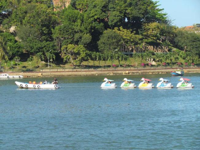 Chèo thuyền là trải nghiệm lý thú tại điểm đến Nha Trang ấn tượng này