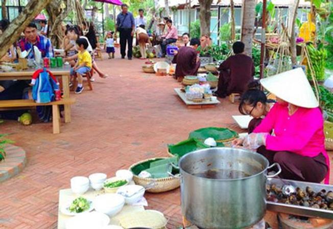 Champa Garden còn phục vụ buffet, tiệc ngoài trời đầy độc đáo