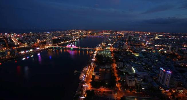 Từ SKY36 nhìn ra toàn cảnh thành phố bên dòng sông Hàn đẹp lung linh