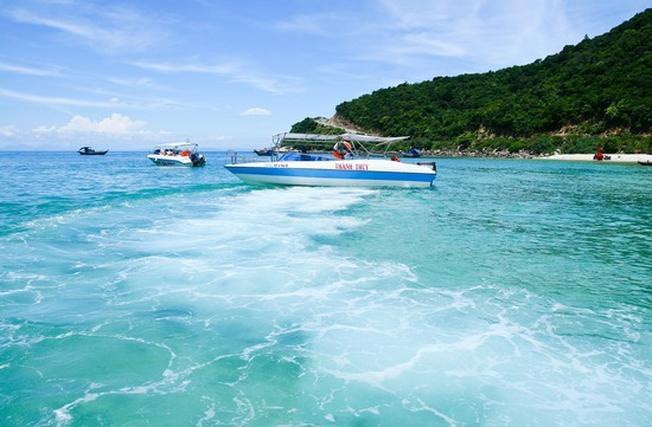 Đi thuyền sang các đảo là trải nghiệm tuyệt vời cho mọi du khách