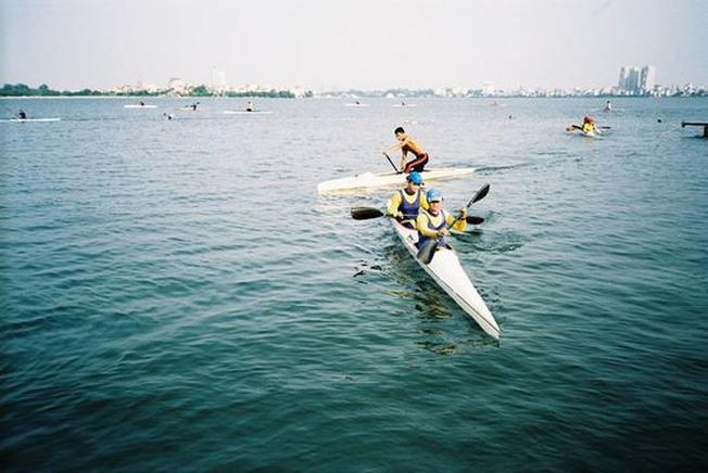 Chèo thuyền kayak mang lại cảm giác lý thú khi đến Nha Trang