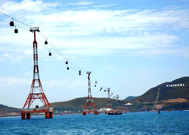 Cáp treo vượt biển Nha Trang thu hút nhiều du khách
