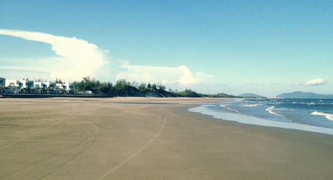 Bờ biển trải rộng