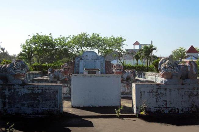 Ngôi mộ Bà Vú