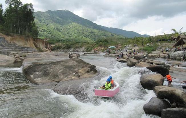 Suối Thạch Lâm điểm đến Nha Trang