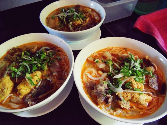 Một trong những món ăn ở Kim Long café