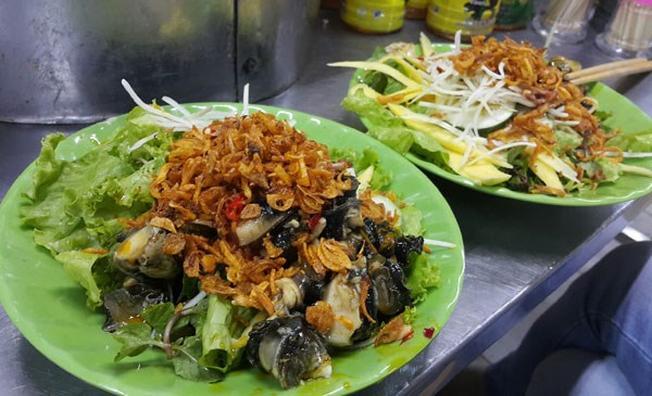 Gỏi ốc bươu được bán nhiều trên các con đường Đà Nẵng