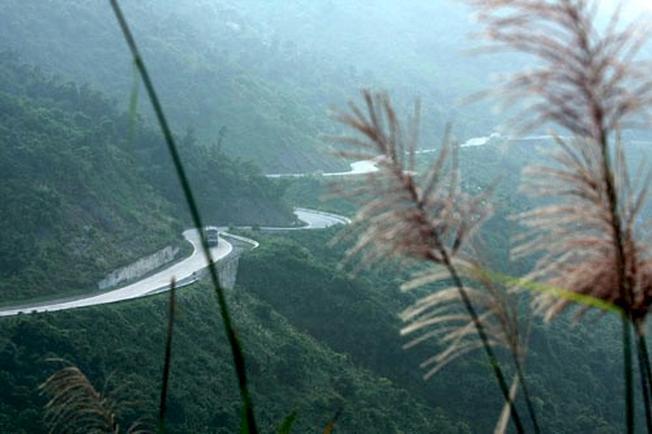 Mây giăng đỉnh đèo Hải Vân 03