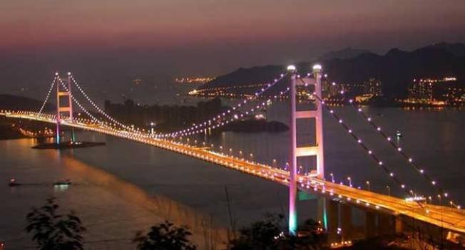 Vẻ đẹp tráng lệ của cầu Thuận Phước về đêm
