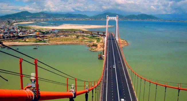 Cầu Thuận Phước là địa điểm lý tưởng để du khách ngắm cảnh Đà Nẵng về đêm