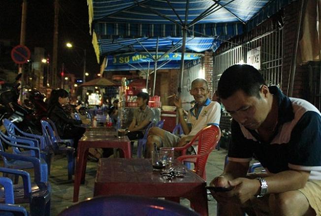 Các quán cà phê Chợ Cồn ngày càng hấp dẫn nhiều du khách