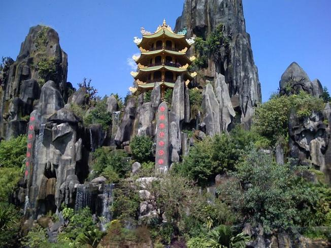 Phong cảnh tuyệt đẹp của núi Ngũ Hành Sơn