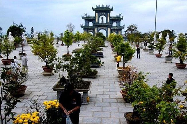 Không gian chùa Non Nước