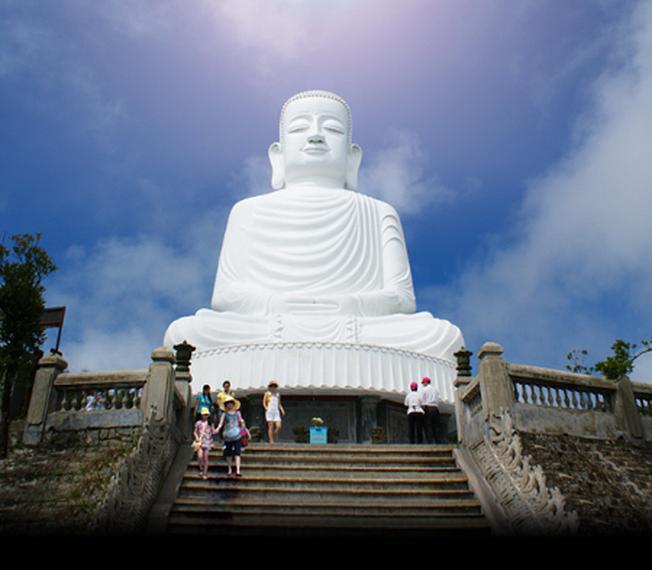 Bức tượng sừng sững, uy nghiêm giữa trời đất Đà Nẵng