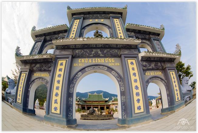 Cổng chùa Linh Ứng Sơn Trà - Địa điểm du lịch Đà Nẵng