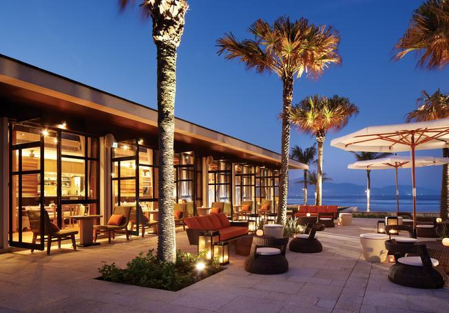 Ngoại cảnh tuyệt đẹp của Hyatt Regency Danang Resort & Spa lúc về đêm