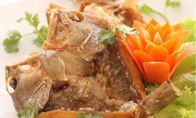 Cá mú một nắng chiên giòn một trong những món ngon nổi tiếng Đà Nẵng