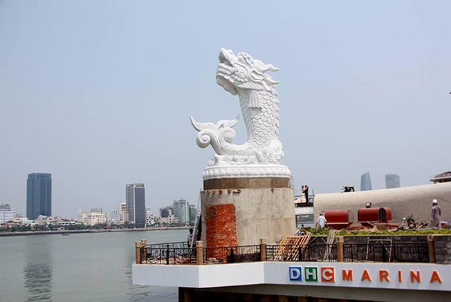 Bức tượng Cá chép hóa rồng đạt kỷ luật ở Việt Nam