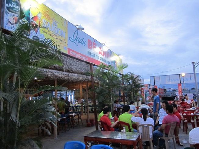 Thưởng thức hải sản từ nhà hàng trên bán đảo