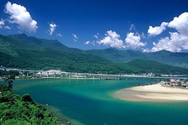 Vịnh Lăng Cô – địa điểm du lịch Đà Nẵng