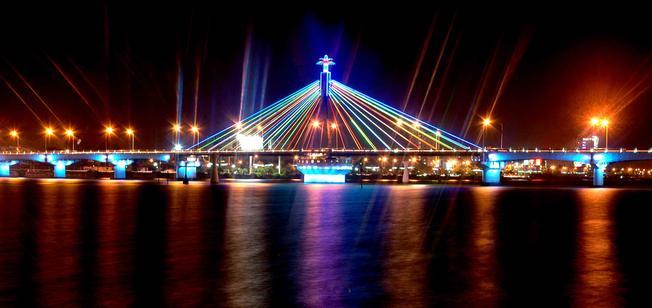 Cầu sông Hàn – biểu tượng văn hóa của địa điểm du lịch Đà Nẵng