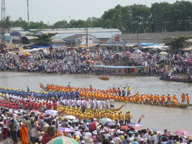 Sự sôi nổi của lễ hội đua thuyền Đà Nẵng