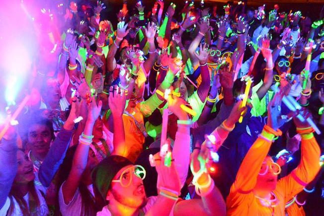 Neon Party – bữa tiệc của màu sắc