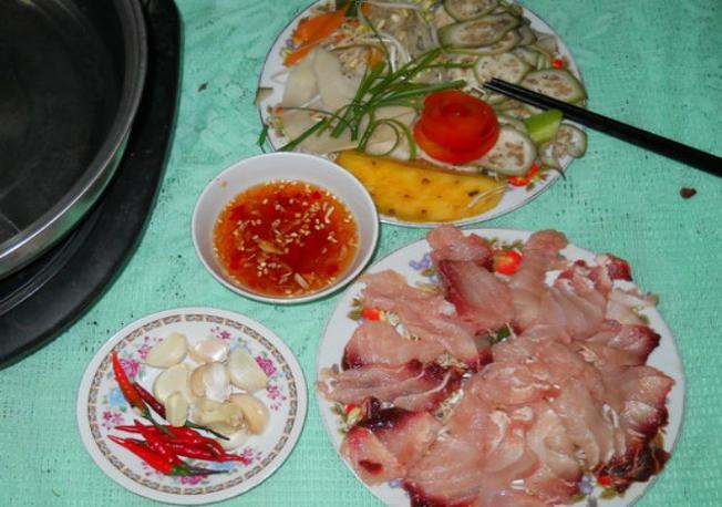 Độc đáo với cá nhám nhúng giấm Đà Nẵng