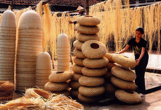 Nhiều làng nghề truyền thống ngày nay đang bị mai một