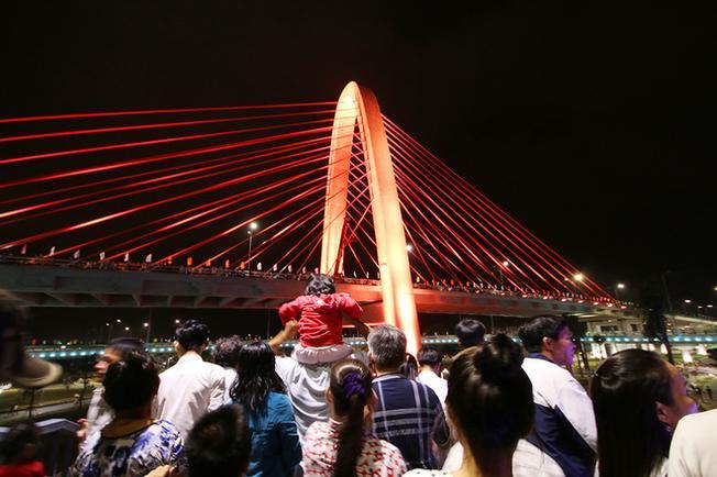 Cây cầu được thiết kế và xây dựng theo văn hóa Chăm