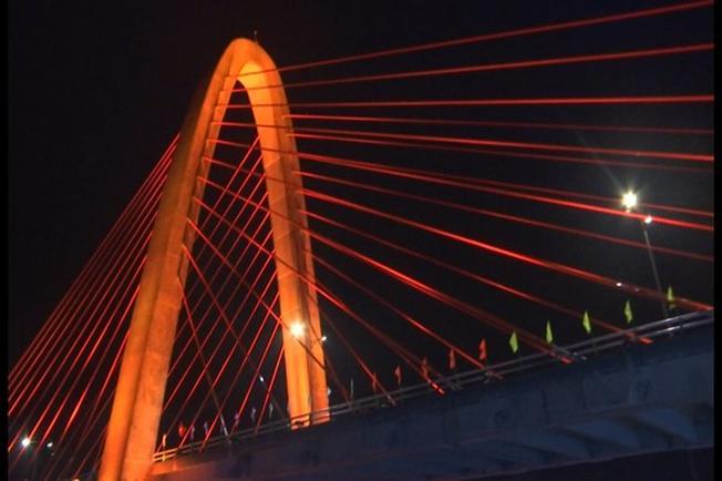 Tháp cầu vượt với biểu tượng Linga Yoni